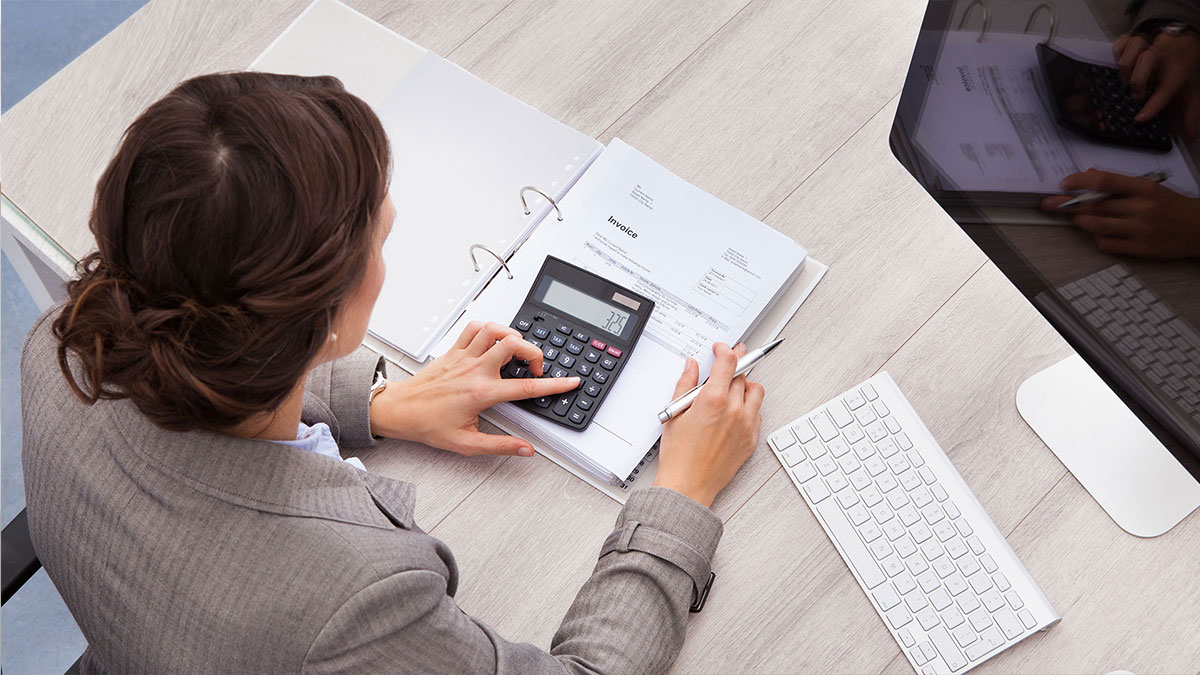 Female accountant post-wiz wordpress theme-accounting demo